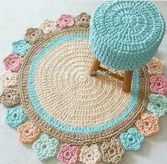 Tea Cosy Knitting Pattern, Crochet Coaster Pattern, Knitting Patterns, Crochet Flower Tutorial, Crochet Flowers, Spiral Crochet, Crochet Carpet, Bedroom Furniture Design, Crochet Animals