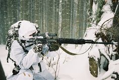 In the snowfall death awaits. Military Camouflage, Military Police, Military Art, Rifles, Ghost Soldiers, Army Gears, Military Special Forces, Special Ops, War Photography