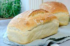 Det er kjekt å ha en god og enkel oppskrift på loff liggende på lur. En god loff kan høyne... Bread Recipes, Baking Recipes, Bread Dough Recipe, Norwegian Food, Scandinavian Food, Sweet And Salty, Bread Baking, Pan Bread, Love Food