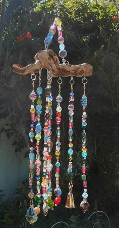 Glass SunCatcher Windchime-FREE US SHIPPING-Glass Windchimes-Brass Bell Czech Crystal Prism Driftwood This rainbow glass suncatcher windchime features 1 Czech Driftwood Crafts, Wire Crafts, Diy And Crafts, Arts And Crafts, Carillons Diy, Diy Wind Chimes, Rainbow Glass, Deco Boheme, Beaded Curtains
