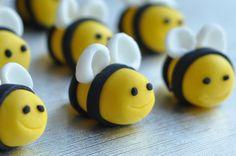 A set of 6 handmade sugarpaste - fondant bubble bees - edible cake / cupcake topper - Spring candy via Etsy Fondant Cupcakes, Fondant Bee, Fondant Cake Toppers, Cupcake Toppers, Bumble Bee Decorations, Fondant Decorations, Bumble Bee Cake, Bumble Bees, Deco Fruit