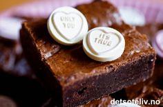 Amerikanske brownies | Det søte liv Norwegian Food, Wedding Cakes, Baking, Brownies, Recipes, Wedding Gown Cakes, Bread Making, Wedding Cake, Bakken