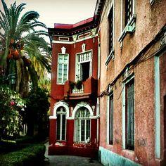 Pasaje Adriana Cousiño, Barrio Yungay, Santiago de Chile. #ridecolorfully