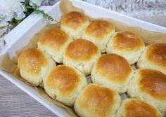 Witte bollen - Holland zsemlék   Zombor-Tóth Szimonetta receptjeCookpad receptek Hamburger, Butter, Bread, Food, Drawing, Brot, Essen, Sketches, Baking
