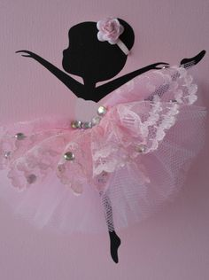 Ballerinas and Heart nursery wall art in pink and silver.Girls room decor Ballerinas und Herz Kinderzimmer Wand Kunst in rosa von FlorasShop Tutu Rose, Pink Tutu, Diy And Crafts, Crafts For Kids, Arts And Crafts, Kids Diy, Tulle Decorations, Ballerina Silhouette, Lace Background