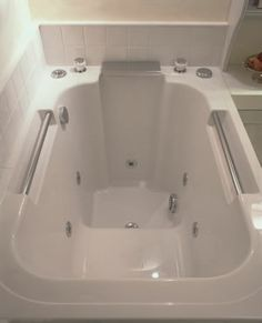 1000 images about small bathrooms on pinterest small for Small deep soaking tub