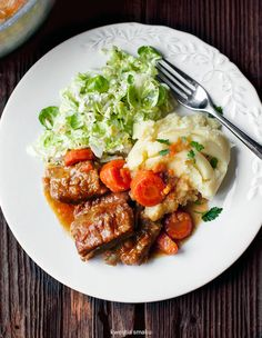 Żeberka duszone z warzywami korzeniowymi Root Vegetable Stew, Root Vegetables, Pork Recipes, Lunch Recipes, Chinese Cabbage Salad, Bbq Steak, Polish Recipes, Pork Ribs, Food Porn