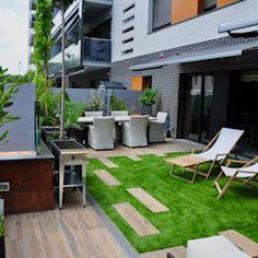 Diseño y construcción de terraza.: Jardines de estilo moderno de ésverd - jardineria & paisatgisme