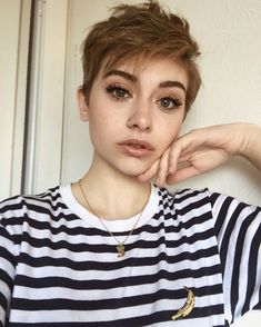 Messy-Pixie-Haircuts Best Pixie Cut 2019 Best Pixie Cut Pixie haircuts are the trendiest one today. That is why we have handpicked photos of Best Pixie Cut 2018 – Messy Pixie Haircut, Short Pixie Haircuts, Short Haircut, Pixie Hairstyles, Pretty Hairstyles, Teenage Hairstyles, Pixie Haircut Color, Pixie Cut Color, Crop Haircut