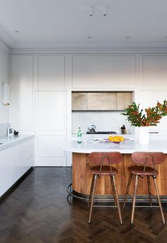 Wooden timber wrapping the island bench in white kitchen. Kitchen Benches, Kitchen Stools, Kitchen Decor, Bar Stools, Kitchen Cabinets, Modern Victorian, Victorian Terrace, Kitchen Trends, Kitchen Ideas