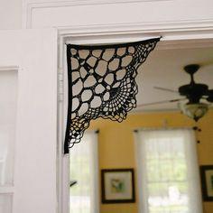 DIY: crochet spider web from a doily. ༺✿ƬⱤღ  https://www.pinterest.com/teretegui/✿༻