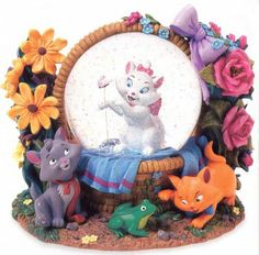 Welcome to the Collectors Guide to Disney Snowglobes. Information on over 2900 Disney snow globes. Disney Home, Disney Art, Disney Stuff, Walt Disney, Water Globes, Snow Globes, Chrissy Snow, Disney Snowglobes, Gata Marie
