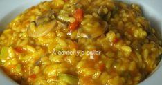 Hoy toca arroz y esta vez con verduras, para aprovechar unas que estaban rodando por la nevera. Tenia unos pocos champiñones, pimientos...