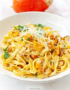 Makaron z boczkiem i dynią w sosie śmietanowym Spaghetti, Pumpkin, Ethnic Recipes, Dinners, Food, Tagliatelle, Dinner Parties, Pumpkins, Food Dinners