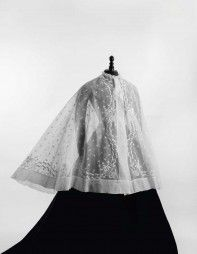 Rare Rotonde brodée, pour le vestiaire d'été, 1860-1865.   Daguerre