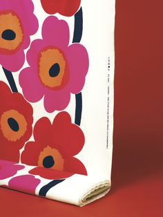 Unikko / Design Maija Isola for Marimekko / Maija Isola's classic Unikko (poppy) pattern was born in 1964 shortly after Marimekko's founder Armi Ratia had announced that Marimekko would never print a floral pattern. Maija refused to obey Armi's orders and designed an entire collection of floral patterns in protest. One of them was Unikko, a true icon of the future.