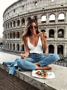 24 Hours in Rome. I love this photo by the Colosseum - how instagrammable!