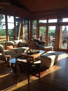 Treetop Ridge/Contemporary Log Cabin - VRBO