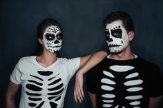 At Halloween many lovers decide for partner costumes. We have … – Halloween Make Up Ideas Easy Couple Halloween Costumes, Couples Halloween, Halloween This Year, Halloween Makeup Looks, Adult Halloween, Halloween 2018, Diy Costumes, Costume Ideas, Couple Costumes