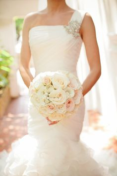 White, cream and pale pink bouquet at classic and romantic Florida wedding, photo by La Dolce Vita | junebugweddings.com