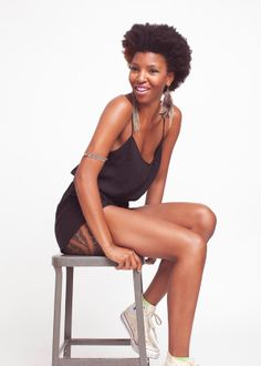 A Sleek-Chic 'Fro That's Oh-So Awesome