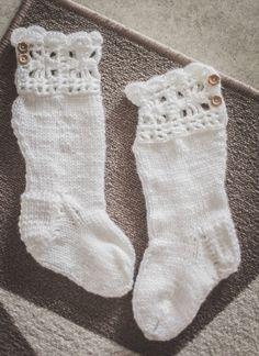 Jotain uutta, vanhaa, käsintehtyä ja kaunista.: 98. Neulotut ja virkatut villasukat lapselle.