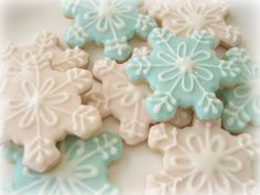 Hey, I found this really awesome Etsy listing at https://www.etsy.com/listing/179915851/disney-frozen-snowflake-sugar-cookies-1