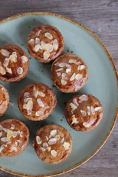 Deze gevulde appelkoeken zijn vrij van geraffineerde suikers, tarwe en lactose. Een gezondere keuze! Daarnaast zijn ze ook makkelijk te maken.