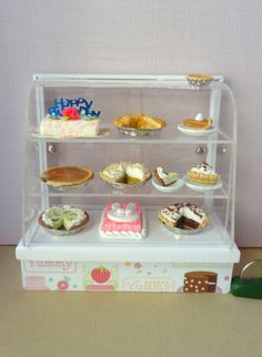 Items similar to Miniature bakery shop cake/pie/goodies display cabinet or show case on Etsy Healthy Filling Snacks, Healthy Snacks For Diabetics, Healthy Food Choices, Yummy Snacks, Chocolate Mouse, Creative Kids Snacks, Pear Smoothie, Miniature Food, Miniature Crafts