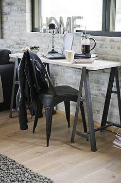 Mesa de cavalete para escritório.