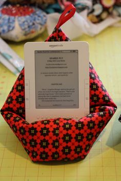 Sugar Cubes and Spice Cake: Another knock-off. . .A pillow for my Kindle. This could be adapted for iPhone.