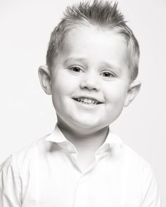 A big smile on this Easter Sunday! This is Finley who brought a great big grin to the studio! #paulwilkinsonphotography #masterportraitphoto