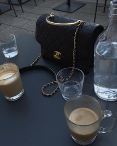 Coffee Cafe, Coffee Drinks, Latte, Nyc Girl, City Girl, Aesthetic Coffee, Coffee Images, Wearing All Black, The Beauty Department