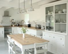Apple Press Barns - The Big Cottage Company - Kate & Tom's - Shabby Chic Kitchen at Apple Press Barns in North Devon Barn Kitchen, Kitchen Dining, Kitchen Decor, Country Kitchen, Cocinas Kitchen, Modern Country, White Cabinets, Wall Cabinets, Home Kitchens