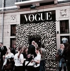 wall of vogue flowers Boujee Aesthetic, Shop Till You Drop, Luxe Life, Rich Girl, Luxury Fashion, High Fashion, Indie Fashion, Fashion Brands, Vogue