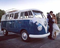 Il Pulmino Volkswagen t1 blu è la weddingcar preferita per un matrimonio elegante, brioso e romantico! Un'auto speciale per un giorno speciale!  www.alfieauto.it Sedi a Salerno e Paestum. Contattaci e vieni a guardarlo da vicino!