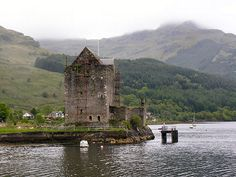 Carrick Castle in Scotland near Argyll passed to the Campbell Earls of argyll in 1368.  Mary queen of Scots stayed here in 1563.