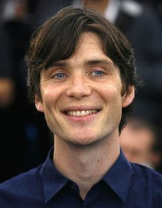 He smiles so rarely in photos, and it sends him from sexy and beautiful straight on into precious and adorkable. Seriously, Cillian Murphy is EVERY KIND OF HOT IMAGINABLE ♡♡♡ Peaky Blinders Thomas, Cillian Murphy Peaky Blinders, Pretty Men, Beautiful Men, Murphy Actor, Dapper Gentleman, Irish Men, Gary Oldman, Michael Fassbender