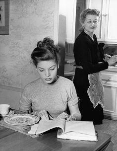 Lauren Bacall, (ca. 1944).