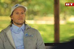 Mikkel Hansen tager pis på sig selv - og smider trøjen - tager samtidig også pis på Head and Shoulders - som selv står bag videoen. Ny form for kommerciel-selvironi?