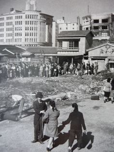 Ration line in Ginza. 1946 Tadahiko Hayashi