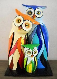"""""""uilen familie"""" by Janneke Neele Paper Mache Projects, Paper Mache Clay, Paper Mache Sculpture, Paper Mache Crafts, Clay Projects, Owl Mosaic, Ceramic Owl, Cardboard Art, Paperclay"""