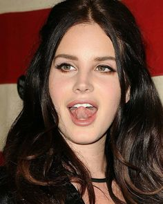 Lana Del Rey sticking her tongue out Elizabeth Woolridge Grant, Elizabeth Grant, Pretty People, Beautiful People, Beautiful Ladies, Divas, Indie, Beauty Queens, Fashion Stylist