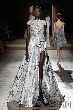 9289028b6 Galería de fotos fashion week   Tony Ward Otoño Invierno Alta costura ( - El  portal para los profesionales de la moda