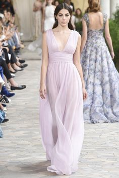http://www.vogue.com/fashion-shows/spring-2017-ready-to-wear/luisa-beccaria/slideshow/collection