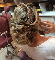 E esse cabelo gente? Muita inspiração para as noivas que curtem um estilo princesa.