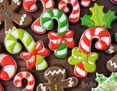 Christmas cookie decorating tutorial for candy canes with bows