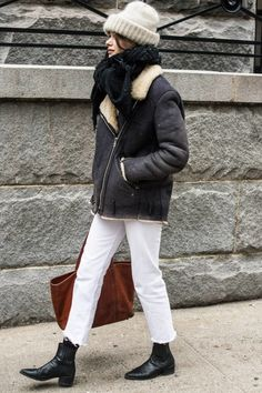 winter outfits new york The Best Street Style At New York Fashion Week Trendy Outfits, Cool Outfits, Shearling Jacket, Cool Street Fashion, Airport Fashion, Denim Outfit, Street Style Looks, Autumn Winter Fashion, Fall Fashion