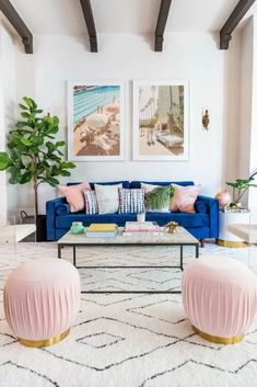 Bright and eclectic living room - Boho Chic Living Room Glam Living Room, Eclectic Living Room, Living Room Sofa, Apartment Living, Living Room Furniture, Living Room Designs, Bright Living Room Decor, Bright Decor, Bright Living Rooms
