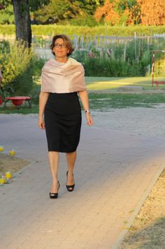 Black dress for a Pink stola #stole #stola #ceremony